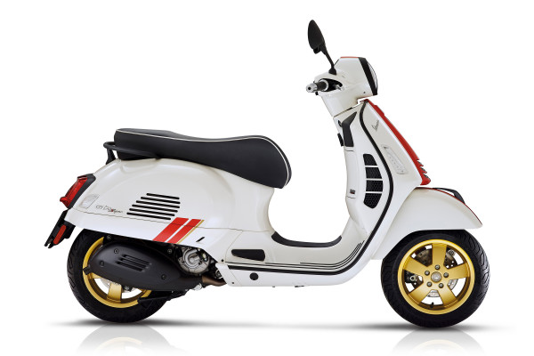 Vespa GTS Super 125 Racing Sixties