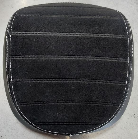 Rückenpolster schwarz/gesteppt mit weißem Keder für 32 Lit. TC SPRINT